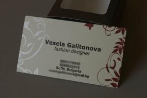 сито надпечатен лак върху визитки на дигитален печат